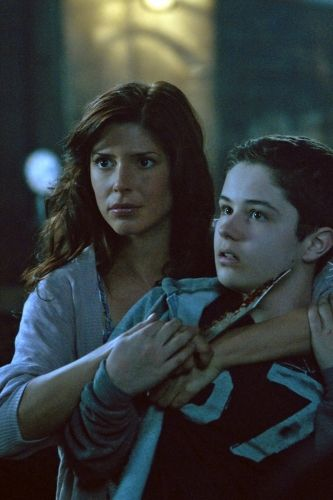 """Let It Bleed"" - Cindy Sampson as Lisa, Nicholas Elia as Ben in SUPERNATURAL on The CW. Photo: Michael Courtney/The CW ©2011 The CW Network, LLC. All Rights Reserved."