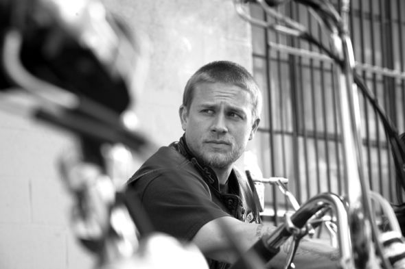 SONS OF ANARCHY: L-R: Charlie Hunnam: Cr: James Minchin III / FX