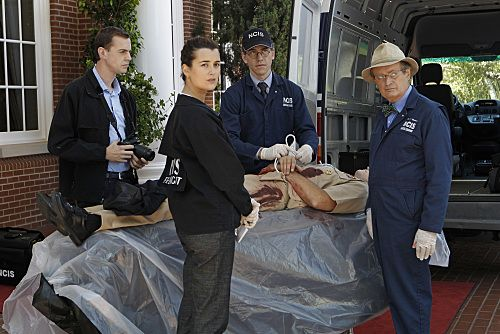 """""""Nature of the Beast"""" -- After spending months tracking down his target, Tony is left with the blood of an NCIS agent on his hands and it's up to Gibbs to help him put the pieces of the puzzle together, on the ninth season premiere of NCIS, Tuesday, Sept. 20 (8:00-9:00 PM, ET/PT) on the CBS Television Network. Pictured left to right: Sean Murray, Cote de Pablo, Brian Dietzen and David McCallum Photo: Sonja Flemming/CBS ©2011 CBS Broadcasting Inc. All Rights Reserved"""