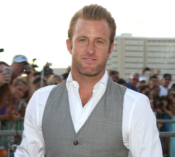 Hawaii_Five_0_Sunset_On_The_Beach_Premiere_1-3590