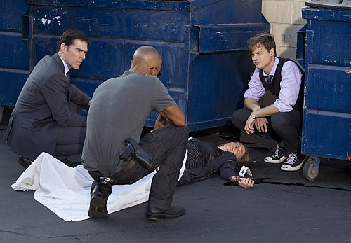 """""""From Childhood's Hour"""" -- Hotch (Thomas Gibson, left), Morgan (Shemar Moore, center) and Reid (Matthew Gray Gubler, right) inspect a victim as they investigate abductions of young children in St. Louis whose one commonality is that they have troubled mothers, on CRIMINAL MINDS, Wednesday, Oct. 19 (9:00-10:00 PM, ET/PT) on the CBS Television Network. #CriminalMinds Photo: MONTY BRINTON/CBS ©2011 CBS BROADCASTING INC. All Rights Reserved."""
