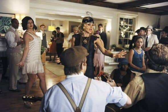 Happy Endings Season 2 Episode 1 Blax Snake Home 10 3858