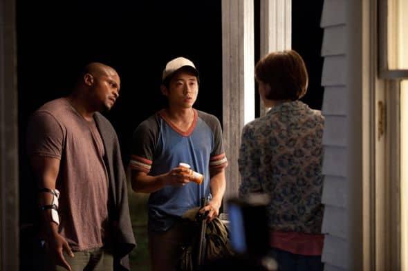 T-Dog (Robert 'IronE' Singleton), Glenn (Steven Yeun) and Maggie Greene (Lauren Cohan) - The Walking Dead - Season 2, Episode 3 - Photo Credit: Bob Mahoney/AMC