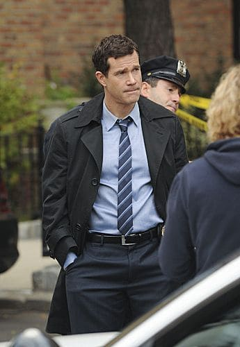 """Lost Things"" -- Carrie and Al investigate the death of a public defender, only to discover that the killer has a larger plan which may lead to a second murder, on UNFORGETTABLE, Tuesday, Nov 8(10:00 – 11:00 PM ET/PT) on the CBS Television Network Photo: Heather Wines/CBS ©2011 CBS Broadcasting, Inc. All Rights Reserved #Unforgettable"