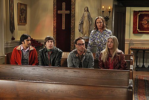 """The Rhinitis Revelation"" -- Sheldon competes with the gang for his mother's attention when she comes to visit, on THE BIG BANG THEORY, Thursday Oct. 20 (8:00 - 8:31 PM, ET/PT) on the CBS Television Network.  Pictured left to right: Kunal Nayyar, Simon Helberg, Johnny Galecki, Laurie Metcalf, Kaley Cuoco. Photo: Sonja Flemming/CBS ©2011 CBS Broadcasting Inc. All Rights Reserved"