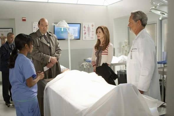 "BODY OF PROOF - ""Gross Anatomy"" - A murdered young woman's body turns up in place of a medical school cadaver during class, leaving Megan to rely on the aid of the star student to help solve the case, on ""Body of Proof,"" TUESDAY, NOVEMBER 29 (10:00-11:00 p.m., ET) on the ABC Television Network. (ABC/MICHAEL DESMOND) DANA DAVIS, JOHN CARROLL LYNCH, DANA DELANY, GREGORY HARRISON"