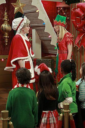 2 Broke Girls Season 1 Episode 10 And The Very Christmas Thanksgiving 2 6259 590 700 80