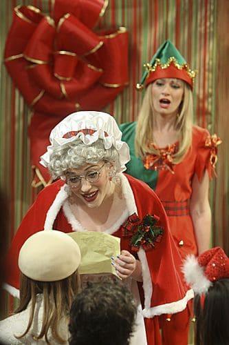 2 Broke Girls Season 1 Episode 10 And The Very Christmas Thanksgiving 3 6260 590 700 80