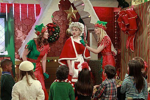2 Broke Girls Season 1 Episode 10 And The Very Christmas Thanksgiving 5 6262 590 700 80
