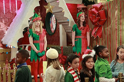2 Broke Girls Season 1 Episode 10 And The Very Christmas Thanksgiving 7 6264 590 700 80