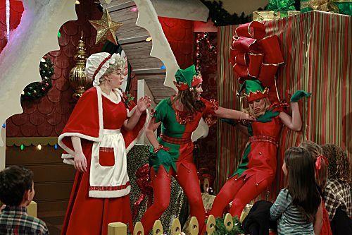 2 Broke Girls Season 1 Episode 10 And The Very Christmas Thanksgiving 8 6265 590 700 80