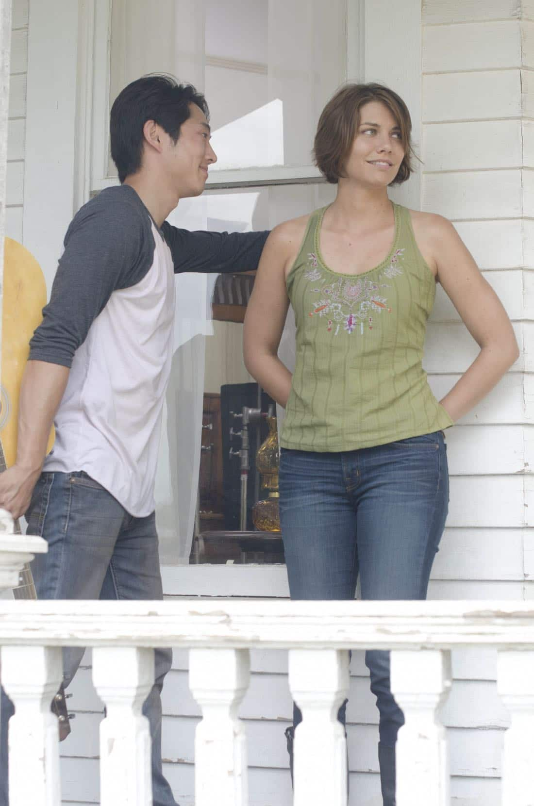 Glenn (Steven Yeun) and Maggie Greene (Lauren Cohan) - The Walking Dead - Season 2, Episode 5