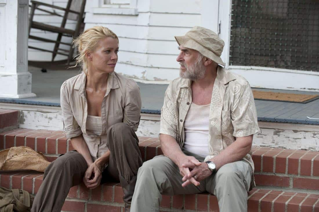 Andrea (Laurie Holden) and Dale (Jeffrey DeMunn) - The Walking Dead - Season 2, Episode 5