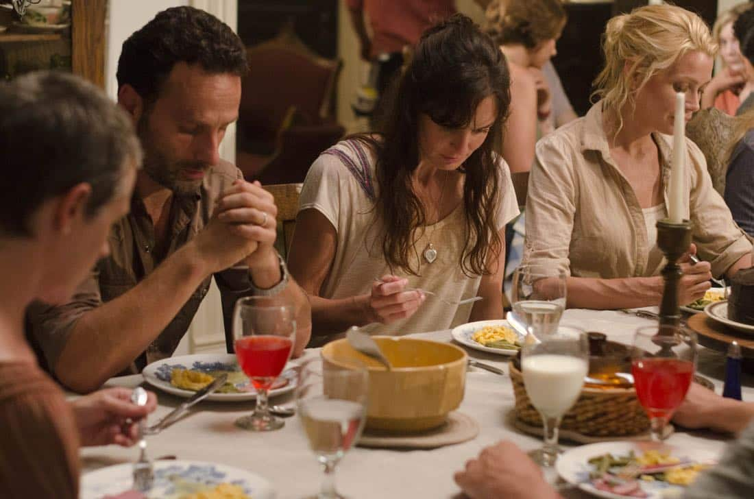 (L-R) Carol (Melissa Suzanne McBride), Rick Grimes (Andrew Lincoln), Lori Grimes (Sarah Wayne Callies) and Andrea (Laurie Holden) - The Walking Dead - Season 2, Episode 5