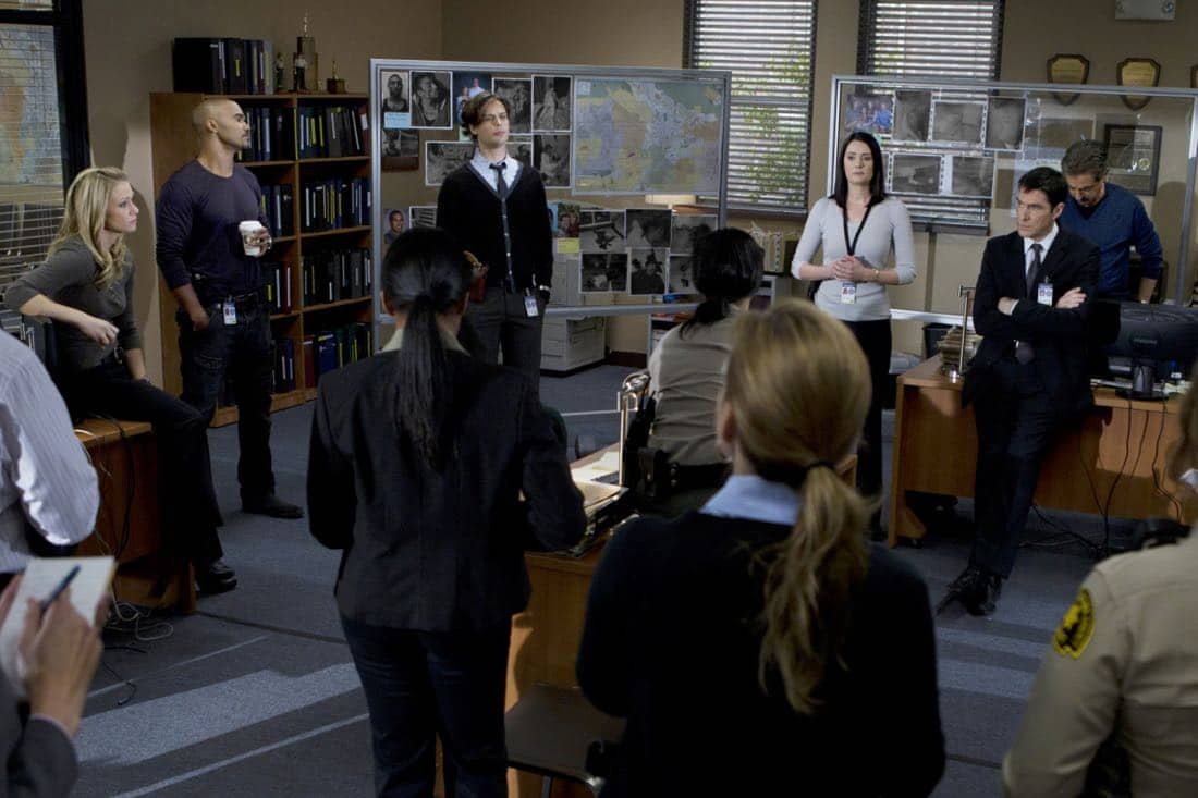 """A Thin Line""-- Our BAU (LtoR: A.J. Cook, Shemar Moore, Matthew Gray Gubler, Paget Brewster, Thomas Gibson, and Joe Mantegna) team is in the process of briefing a local California police department on the occurrence of several home invasions and murders in the inland empire, on CRIMINAL MINDS, Wednesday, February 22 (9:00-10:00 PM, ET/PT) on the CBS Television Network. Photo: Cliff Lipson/CBS ©2012 CBS Broadcasting Inc. All Rights Reserved."
