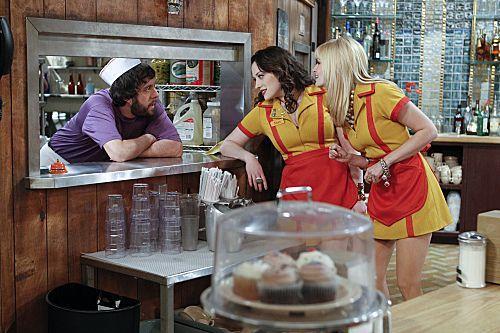 2_Broke_Girls_Season_1_Episode_14_And_The_Upstairs_Neighbor_4-7356-590-700-80