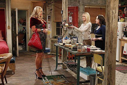 2_Broke_Girls_Season_1_Episode_14_And_The_Upstairs_Neighbor_5-7357-590-700-80