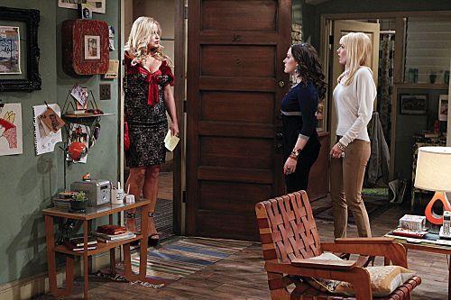 2_Broke_Girls_Season_1_Episode_14_And_The_Upstairs_Neighbor_6-7358-590-700-80