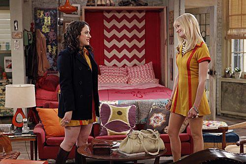 2_Broke_Girls_Season_1_Episode_14_And_The_Upstairs_Neighbor_7-7359-590-700-80