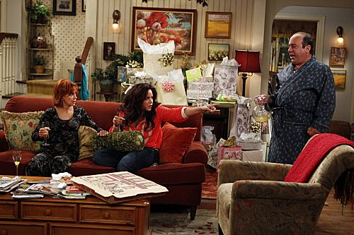 """The Honeymoon Is Over"" -- Victoria Flynn(Katy Mixon, center), Joyce Flynn (Swoosie Kurtz, left) and Vince (Louis Mustillo, right) enjoy their last moments of the good life before Mike & Molly return home. Photo: Monty Brinton/CBS ©2012 CBS Broadcasting, Inc. All Rights Reserved."