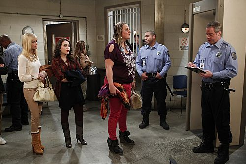 2_Broke_Girls_Season_1_Episode_18_And_The_One_Night_Stands_4-7670-590-700-80