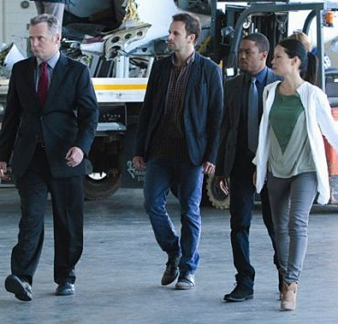 ELEMENTARY Season 1 Episode 6 Flight Risk
