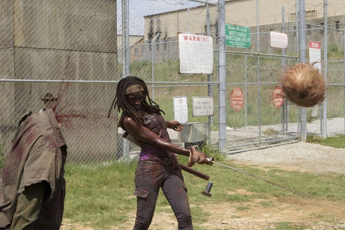 THE WALKING DEAD Season 3 Episode 7 When The Dead Come Knocking 02