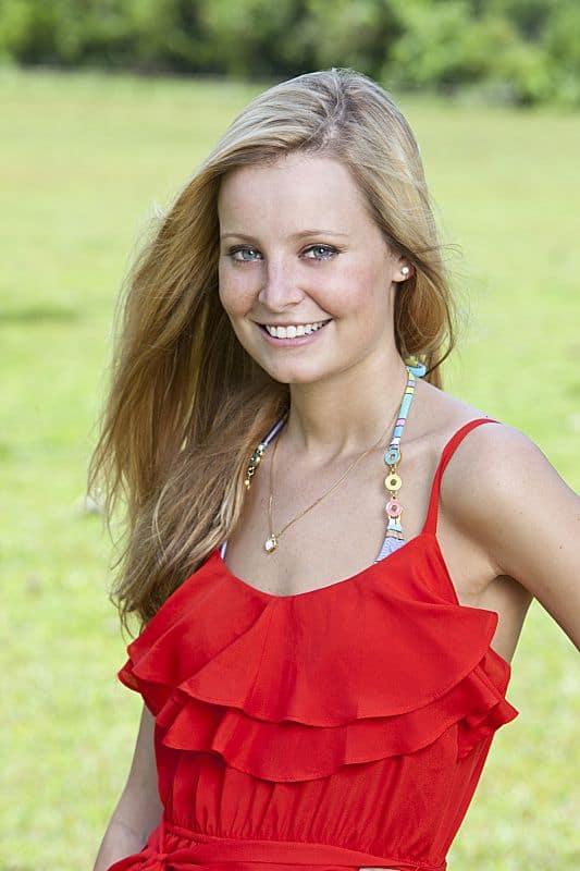 Laura Alexander SURVIVOR: CARAMOAN - FANS VS FAVORITES