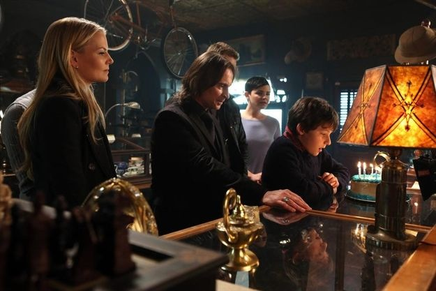 once-upon-a-time-season-2-episode-19-lacey-16