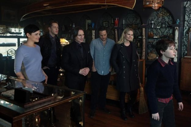 once-upon-a-time-season-2-episode-19-lacey-3