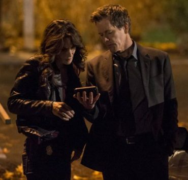 "Ryan Hardy (Kevin Bacon, R) and FBI Specialist Parker (Annie Parisse, L) gather information in the ""Welcome Home"" episode of THE FOLLOWING"
