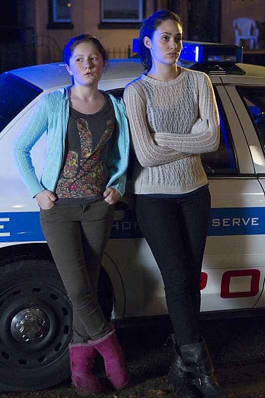 Emmy Rossum as Fiona Gallagher and Emma Kenney as Debbie Gallagher in Shameless (Season 3, episode 8)