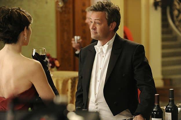 Alicia (Julianna Margulies) runs into Mike Kresteva (Matthew Perry)