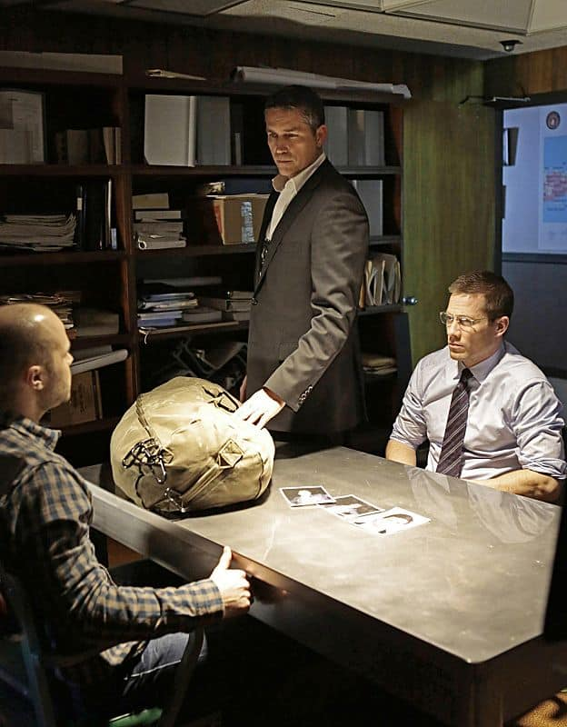Reese (Jim Caviezel, center) joins forces with an FBI agent (Luke MacFarlane, right)