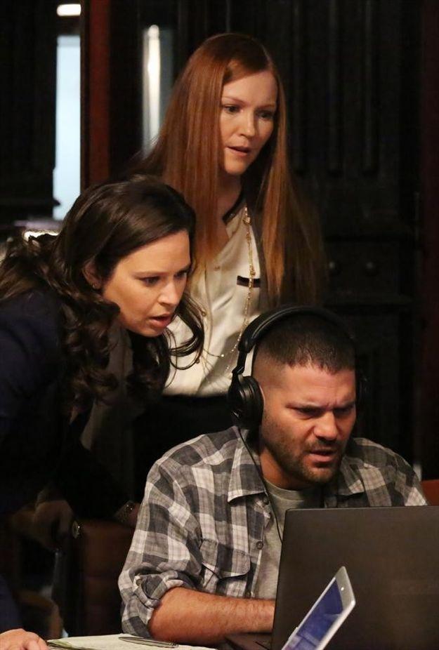 scandal-season-2-episode-22-white-hats-back-on-10