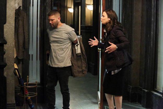 scandal-season-2-episode-22-white-hats-back-on-2