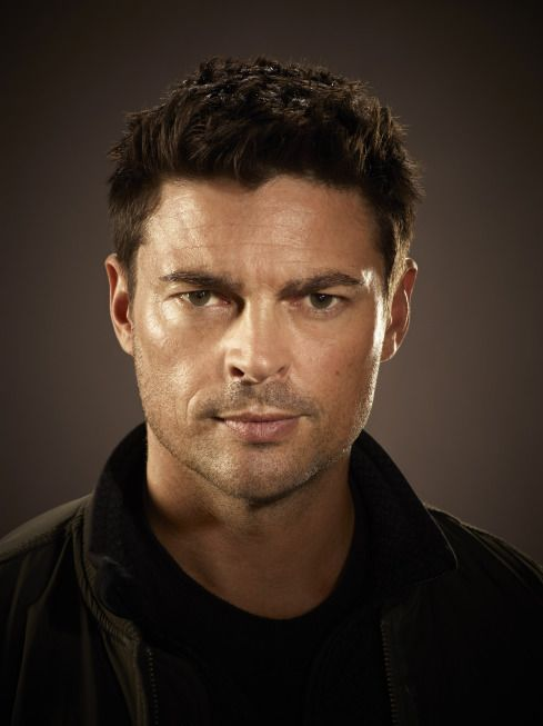 karl-urban-almost-human-1
