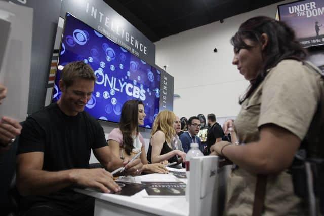 INTELLIGENCE Cast Comic Con Signing 9