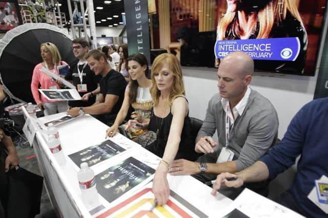 INTELLIGENCE Cast Comic Con Signing 6