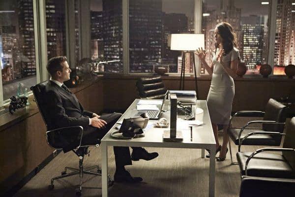 Gabriel Macht as Harvey Specter, Abigail Spencer as Dana Scott Suits - Season 3