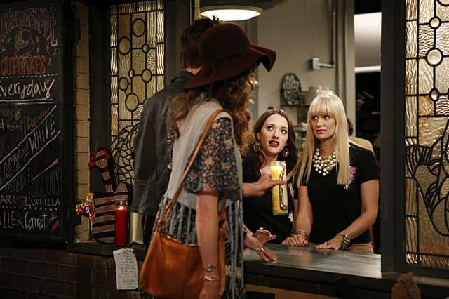 Max Black (Kat Dennings) and Caroline Channing (Beth Behrs) 2 Broke Girls