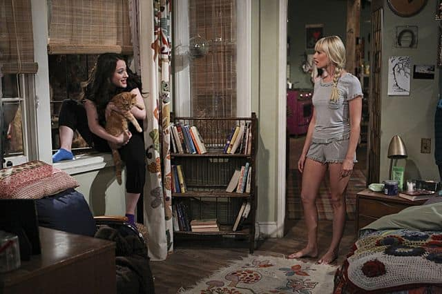Caroline Channing (Beth Behrs) and Max Black (Kat Dennings) 2 Broke Girls