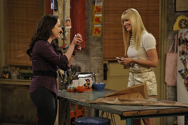 Caroline Channing (Beth Behrs) and Max Black (Kat Dennings) 2 Broke Girls