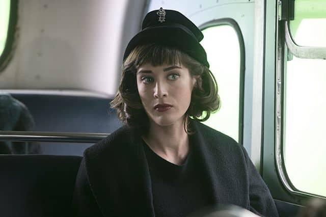 Lizzy Caplan as Virginia Johnson in Masters of Sex (season 1, episode 2)