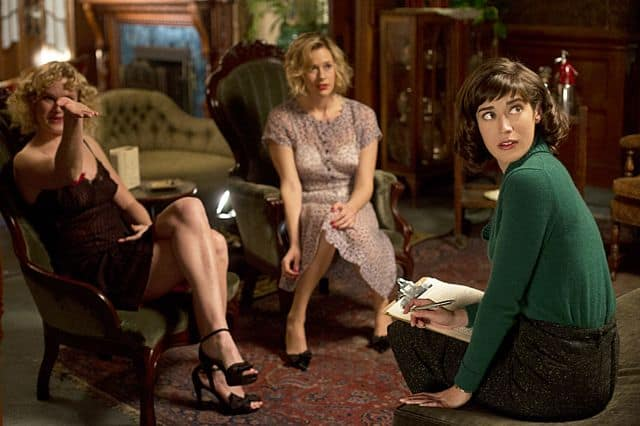 Nicholle Tom as Maureen, Rae Foster as Dottie and Lizzy Caplan as Virginia Johnson in Masters of Sex (season 1, episode 2)