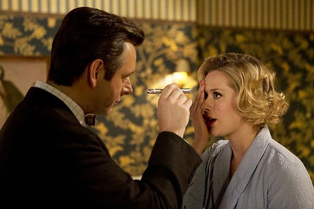 Michael Sheen as Dr. William Masters and Rae Foster as Dottie in Masters of Sex (season 1, episode 2)