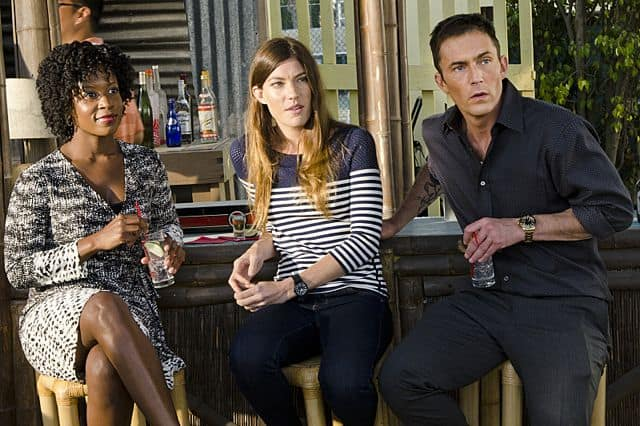 Dana L. Wilson as Detective Angie Miller, Jennifer Carpenter as Debra Morgan and Desmond Harrington as Joey Quinn in Dexter