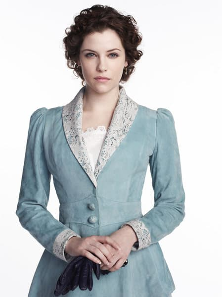 Jessica De Gouw as Mina Murray/Ilona Dracula Season 1