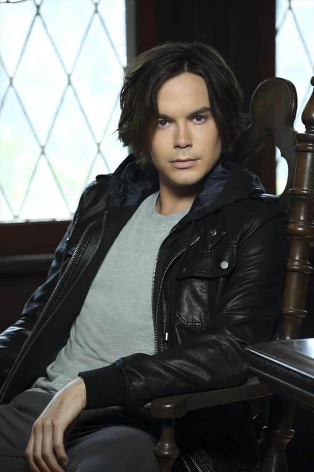 RAVENSWOOD - Tyler Blackburn stars as Caleb Rivers
