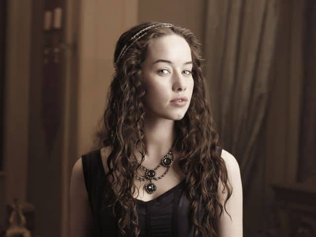 Anna Popplewell Lola Reign